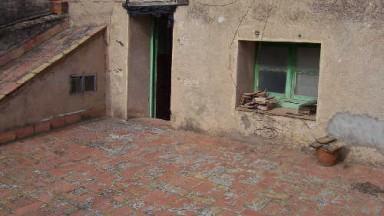 Casa de pueblo en venta,  situada en Vilafant, de dos plantas para reformar.