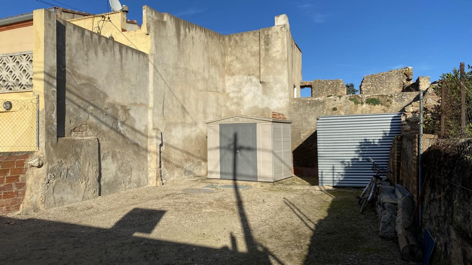 Solar urbano en venta, con una superficie  de 101m², en Vilabertran.