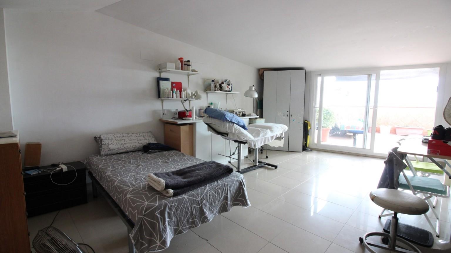 Magnífico ático - dúplex de 4 dormitorios con vistas al mar y la Bahía de Roses.