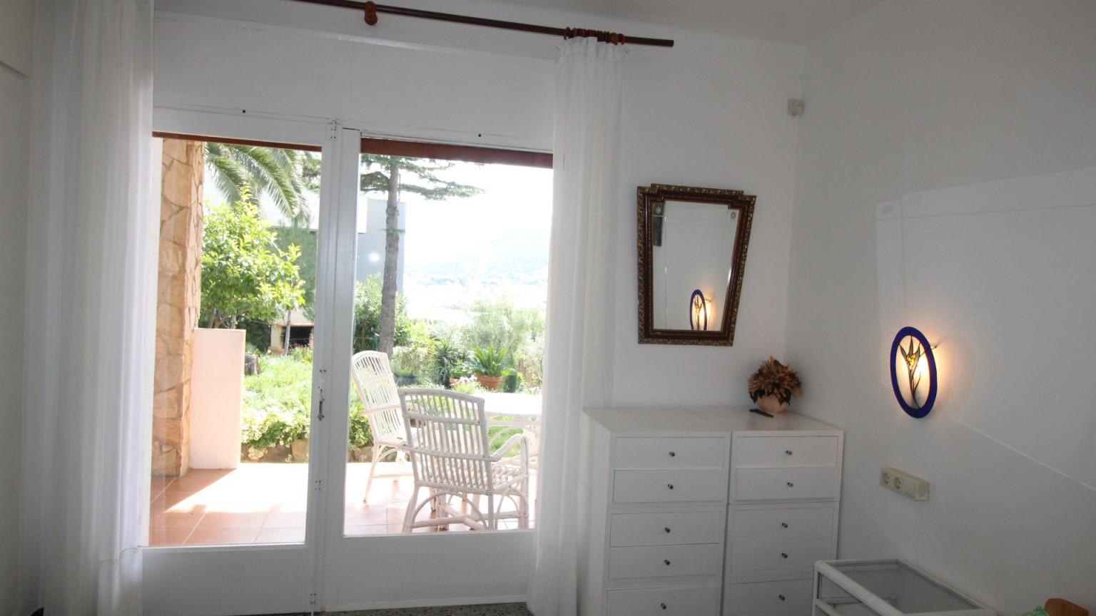 Fantástica casa en venta con apartamento en Grifeu
